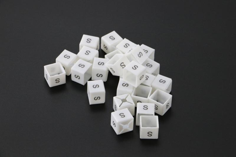 Cintre de vêtement avec impression de couleur, Cube de taille carrée, lettre personnalisée, étiquette de classification, anneau d'étiquette sur le cintre, taille du marqueur présentoir