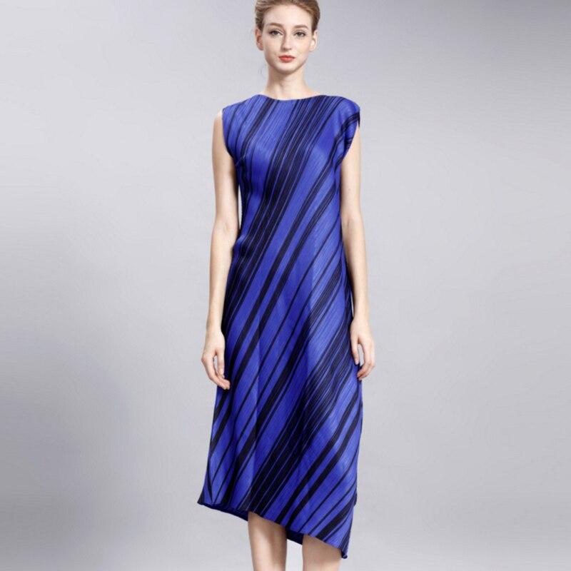 Складки тонкие на платье