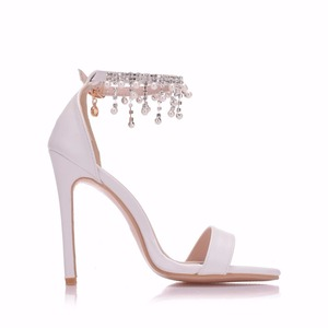 Image 4 - Kristal Kraliçe Kadınlar Zarif Topuklu Düğün Ayakkabı Kadınlar Için yüksek topuklu sandalet İnci Püskül Zincir Platformu Beyaz parti ayakkabıları