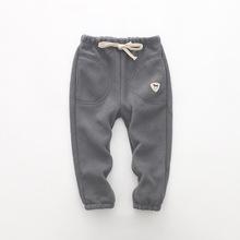 Gorąca sprzedaż Baby Boy spodnie zimowe ubrania na co dzień z polaru długie spodnie dla dzieci dziewczyna odzież dla dzieci spodnie sportowe promocja dropshipping tanie tanio Poliester Stałe BOY pants long trousers REGULAR Pełnej długości Sznurek Ołówek spodnie Kieszenie Pasuje prawda na wymiar weź swój normalny rozmiar