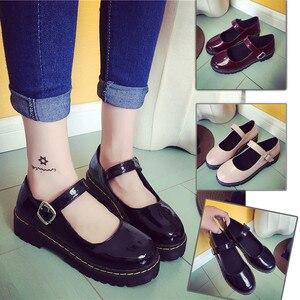 Image 2 - 빈티지 라운드 발가락 인형 단일 신발 preppy 스타일 버클 뒤꿈치 여성 패션 신발 패션 작은 가죽