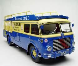 1:18 литья под давлением модели для Fiat 642 RN2 Maserati транспортер 1957 драгоценный сплав игрушечный автомобиль миниатюрный коллекция подарки