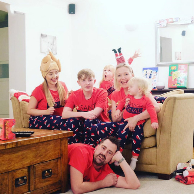 Family Look New 2018 Autumn Winter Pajamas Set Christmas Hat Short-sleeved Mom Daughter Dad Son Family Matching Clothes QZ047