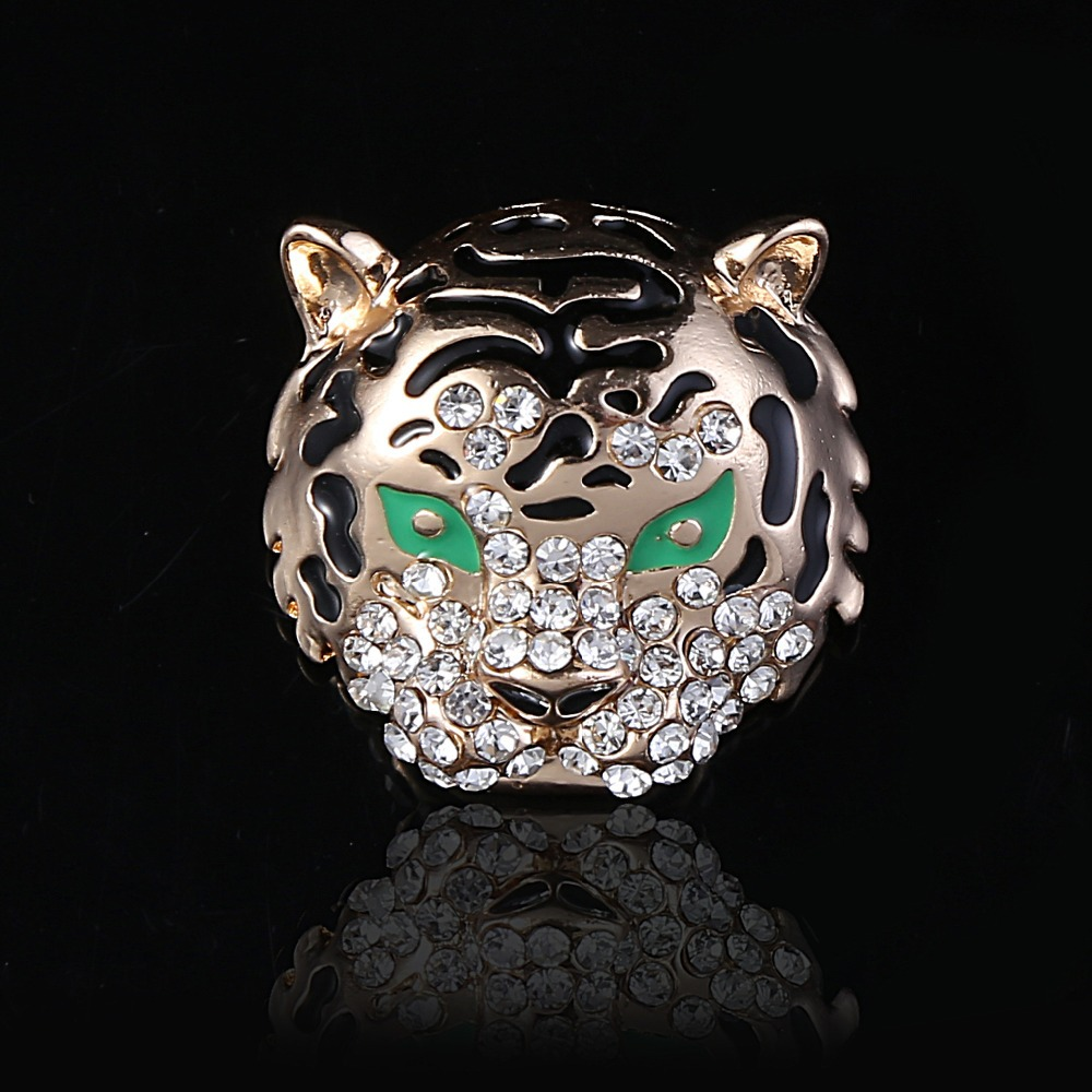 Exquisite fashion Top grade Brooch tiger head shape Brooch crystal alloy handkerchief knot man clothes decoration