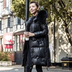 Новинка, пальто из овечьей кожи, осенне-зимняя куртка, женская одежда, Европейский стиль, с мехом енота, с капюшоном, теплое пуховое пальто, б...
