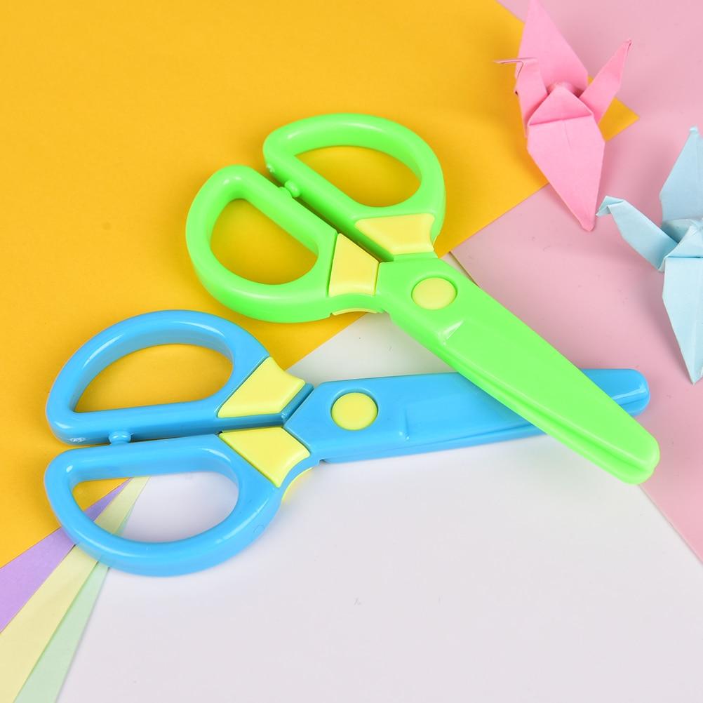 Cutting Supplies New 1 Pcs 135mm Mini Safety Round Head Plastic Scissors Student Kids Paper Cutting Minions Supplies For Kindergarten School