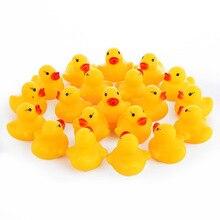 100 шт./лот Kawaii Детские плавающей писклявый резиновый уток детские игрушки для купания для мальчиков девочек плавательный бассейн Fun играя игрушки