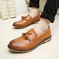 2015 Inglaterra hombres zapatos de vestir zapatos de moda California Primavera/Otoño de la borla de cuero tallado zapatos de los holgazanes de oxfords Envío Gratis