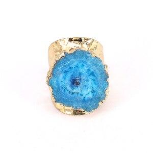 Image 4 - 5 개/몫 행운 보석 반지 여성 Naturl 돌 불규칙한 블루 쿼츠 스톤 쥬얼리 손가락 크리스탈 반지 황금 조절 링