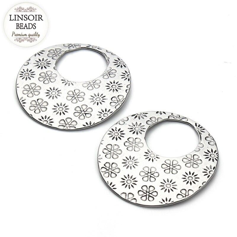 8d607c75c81f 10 unids lote 28mm ronda pendientes en Blanco estampado etiquetas mujeres  talladas colgantes encantos joyería haciendo F3421
