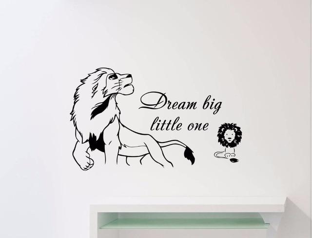 Calcomanía de vinilo para pared con diseño de León Simba con diseño de dibujos animados con eslogan de personalidad, mural art decó movible para dormitorio infantil ER56