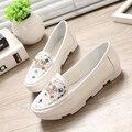 Mulheres da moda decoração de metal sapatos baixos casual white lady partido sapatos flats zapatos planos legais diamante rosa