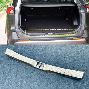 Image 1 - Dla TOYOTA RAV4 2019 2020 ze stali nierdzewnej Auto Car Styling wewnętrzna strony z tyłu ochraniacz zderzaka próg osłona podstawy wykończenia 1 sztuk