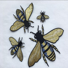 купить 1Set=4Pcs Bee patches Gold Ribbon Embroidery Sew on patch Decoration Accessories Embroidered patch for clothes дешево