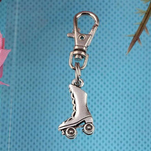 Roller Skates Keychain Vintage Silver Charm For Keys Car Key Ring Souvenir Gifts Hot Couple Handbag Key Chain Jewelry HOT Z290