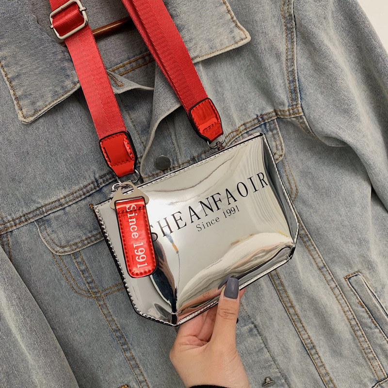 On The New Small Bag Female 2019 New Korean Version Of The Single Shoulder Bag Fashion Contrast Messenger Bag Chest Bag Pockets