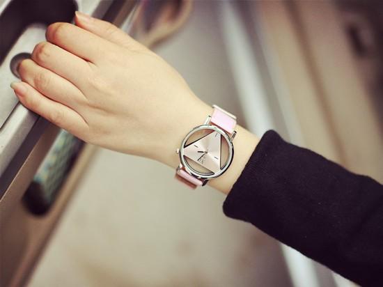 Szkielet zegarek Relogio feminino Trójkąt zegarka kobiet Delikatne przejrzyste pusta skórzany pasek wrist watch quartz dress watch 15