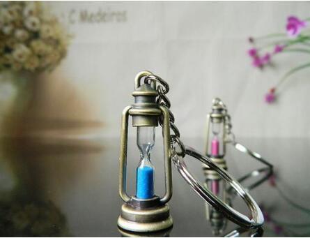 2018 śliczne metalowa lampa kształt zegar klepsydra breloczek do kluczy para brelok kreatywny ozdoba innowacyjny przedmiot najlepszy prezent dla kobiet i mężczyzn