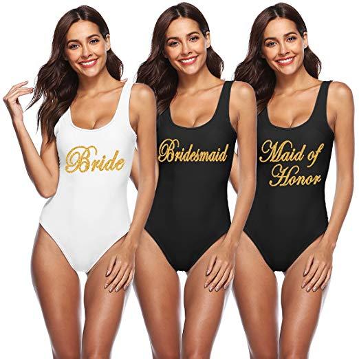 סט בגדי ים שלמים בלבן לכלה ושחור לשושבינות עם כיתוב בשביל מסיבת רווקות בבריכה או בים