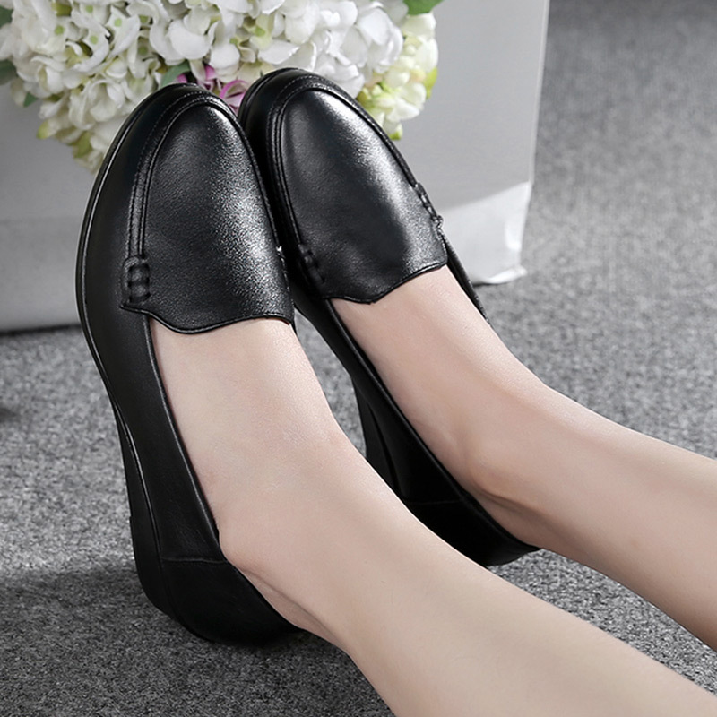 Image 2 - DONGNANFENG Mother Old Female Women Shoes Flats Cow Genuine Leather Loafers Round Toe Slip On PU Superstar Size 35 41 JN 58661-in Women's Flats from Shoes