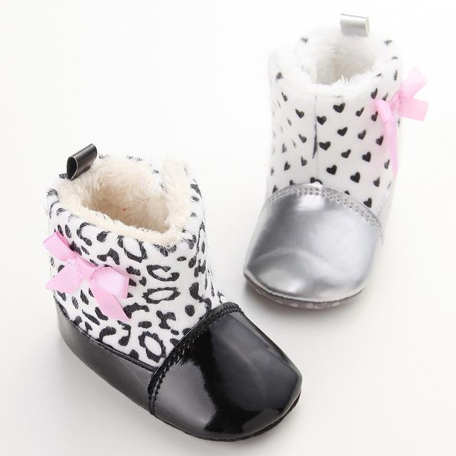 Venta caliente de Invierno Suaves del Leopardo Del Corazón Del Algodón Del Bebé Felpa Más Cálidas Botas de Los Bebés Varones Recién Nacidos Zapatos Infantiles Del Niño