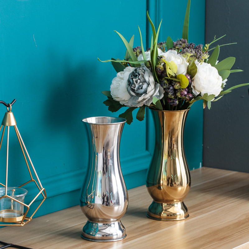 Chinese Style tabletop Vases…