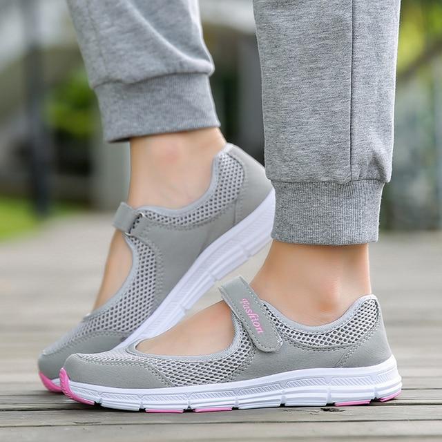 Bjakin Musim Panas Wanita Sneakers Breathable Mesh Sepatu Ringan Olahraga  Sepatu Lari Wanita Ibu Hadiah Flat 898348e479