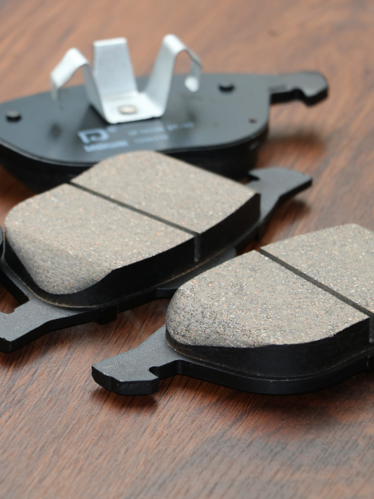 1 paire/kit plaquettes de frein avant/arrière ensemble auto voiture PAD KIT frein à disque pour MAZDA 3 FAW Pentium Automobile moteur partie C2Y3-33-23ZA - 3
