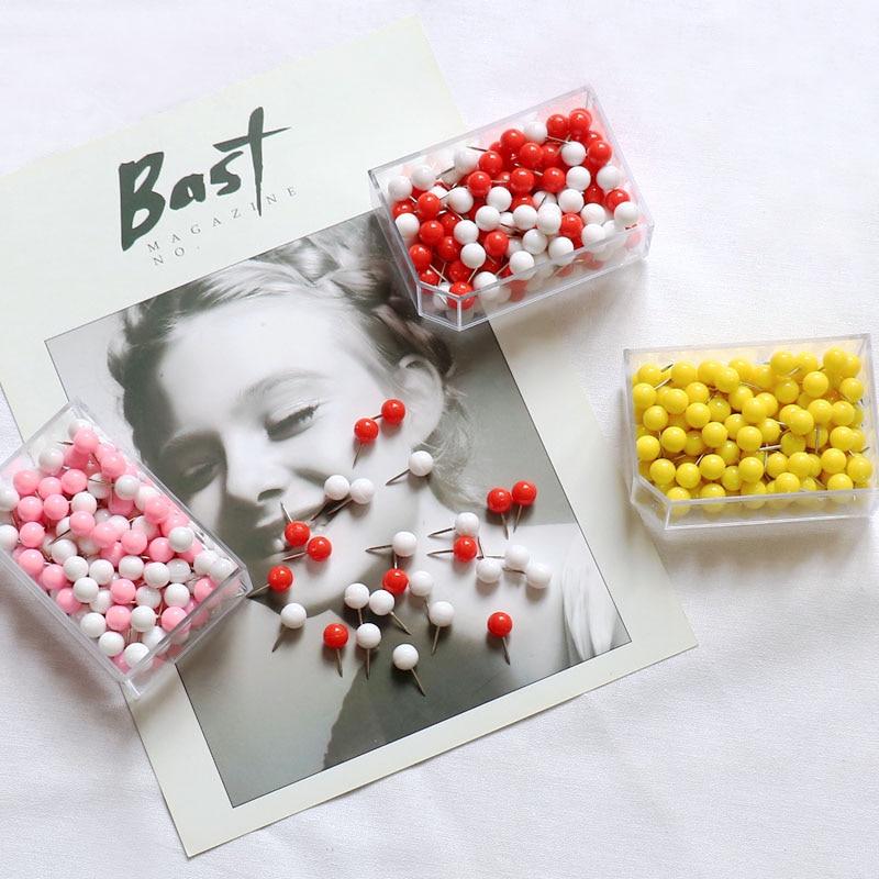 купить TUTU candy color 150pcs/Set New Office Thumbtacks PushPins Metal Pin Office School Supplies Cork Wall Nails Photo Wall H0200 по цене 386.91 рублей