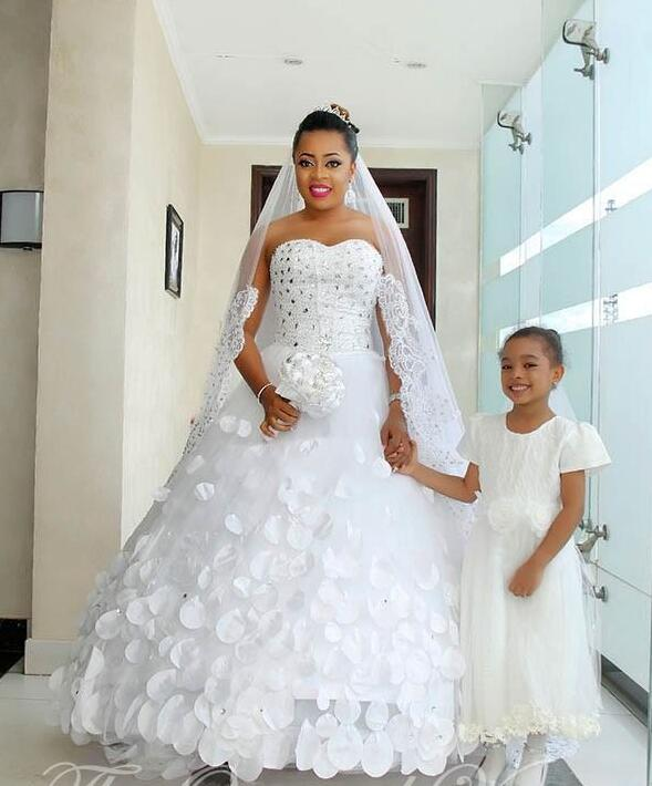 Online buy wholesale african style wedding dresses from for Plus size african wedding dresses