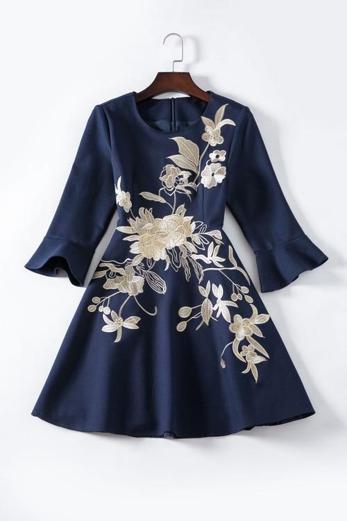 3f00dd44819ea9 Neue Taille Mode Hülse Viertel Frauen Kleid Drei Flare Blume Stickerei 2018  Frühling Schlanke Oansatz Ankunft nw0kPO