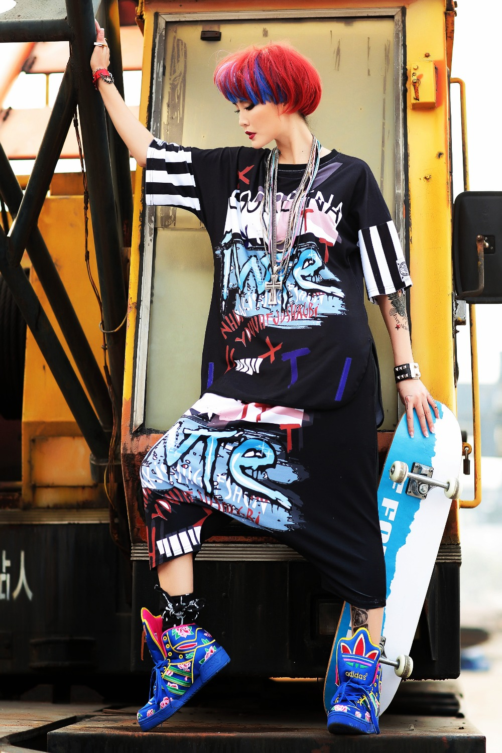 2018 Fashion 2 Pieces Set Runway Tracksuit Twin Set Women Sets Hip Hop Dance Clothes Printed T Shirts Tops And Pant