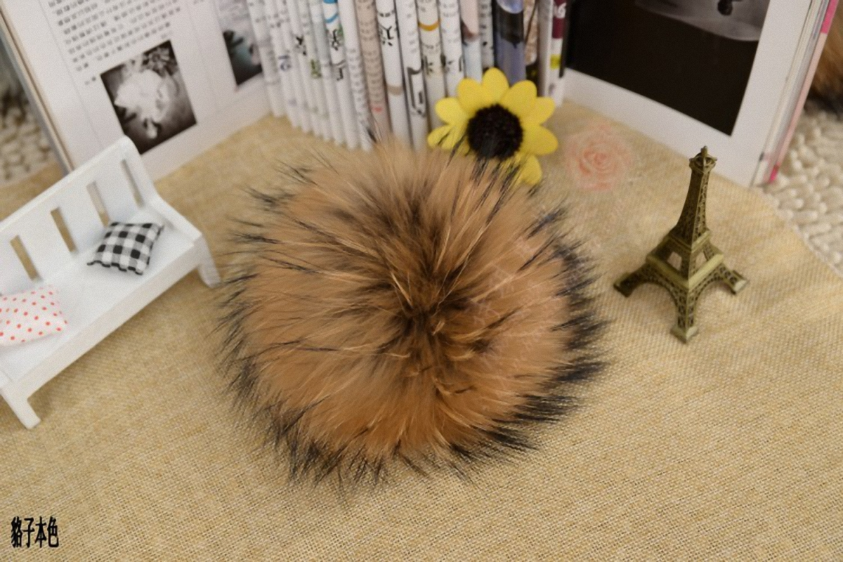 16cm DIY Natural Real Raccoon Fur Pompoms Fluffy For Winter Women Hat Beanies Knitted Cap Skullies DEF004-natural
