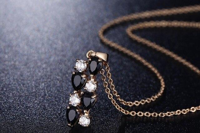 Женский ювелирный комплект из колье серёг и кольца с черным