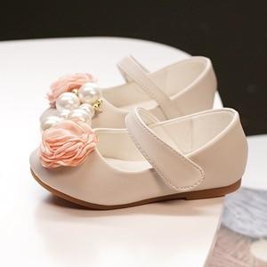 Image 3 - Dzieci księżniczka buty letnie dziewczyny sandały na sukienka dla dzieci skórzane buty kwiat perłowy moda dla dzieci sandały na płaskim obcasie wysokiej jakości