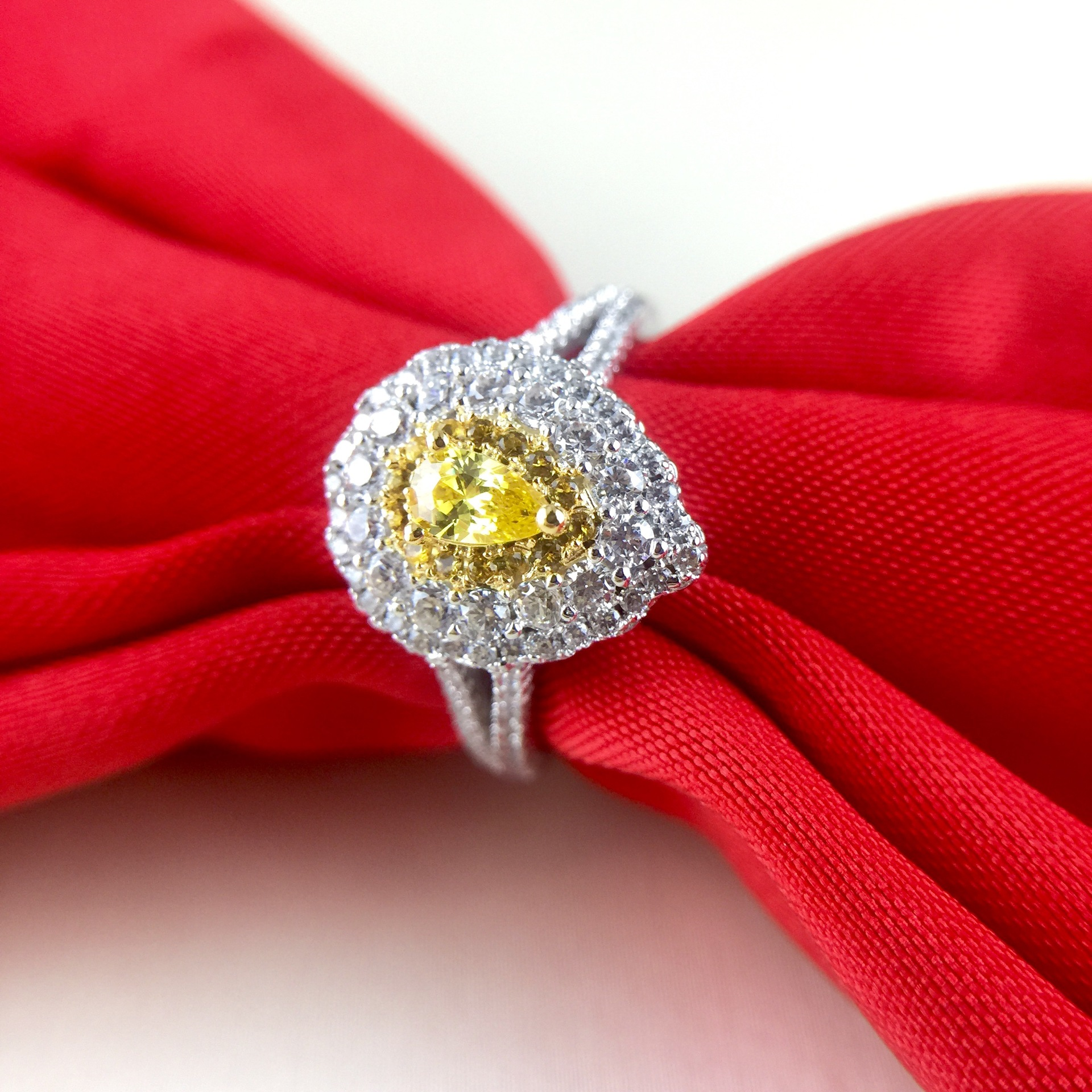 oro vow modern yellow available ring pin simple rings vrai diamond engagement white gold and man wedding made in rose solitaire