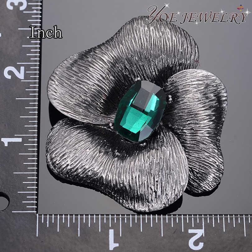 Iyoe Hitam Antik Bunga Bros Liontin Aksesoris Gaya Retro Hijau Kristal Bros Pin Wanita Vintage Perhiasan