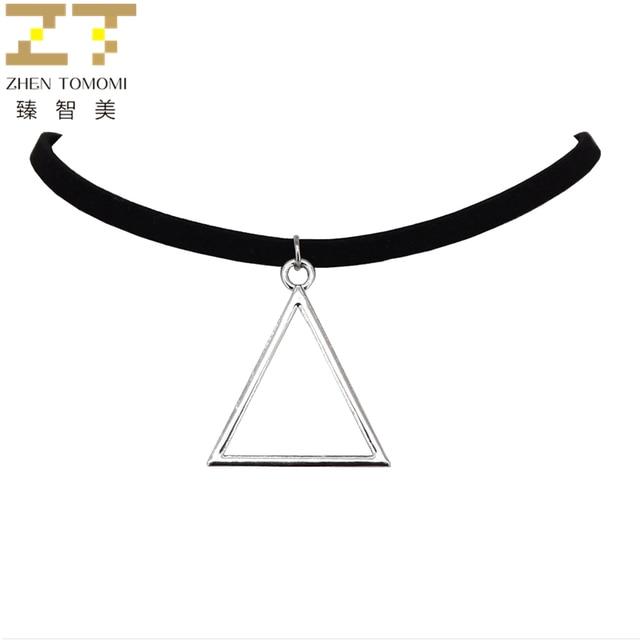 3ceb84c4c95c 2018 nueva moda Chapado en plata Bijoux negro terciopelo cuero Collares  Collier triángulo colgantes Collares Chokers