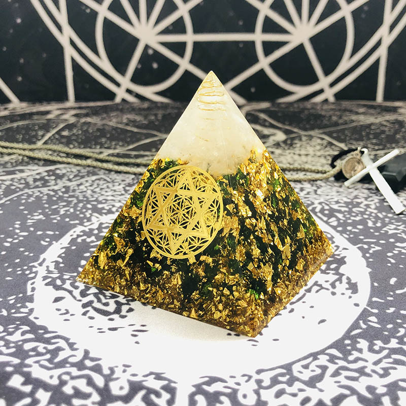 AURA REIKI Orgonite Chamuel Anahata Chakra Natural Crystal Eliminates Negative Energy Transparent Resin Pyramid Jewelry C0154