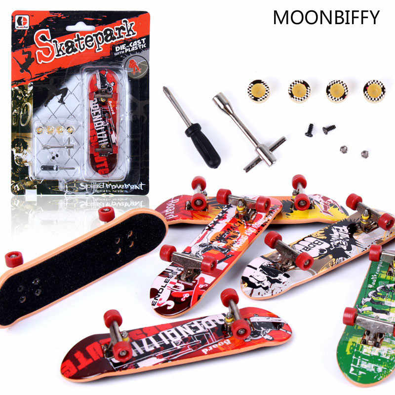 New Arrival Alloy Stand FingerBoards Mini Finger Boards Retail Box Mini Skate de dedo Finger Skateboard Kids Toys