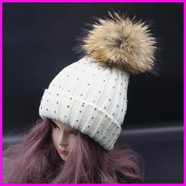 2016 Nueva Moda para Mujer de Invierno Diamante Casquillo de la Gorrita Tejida Con pom Pompom Grande 18 cm Real de piel de Mapache Sombreros Para Las Mujeres
