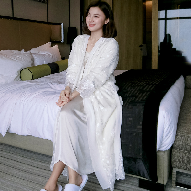 Top Quality Silk Satin Winter Velvet  Embroidery Women's Long Robe Sets Long Sleeve Elegant Ladies Sleepwear  031