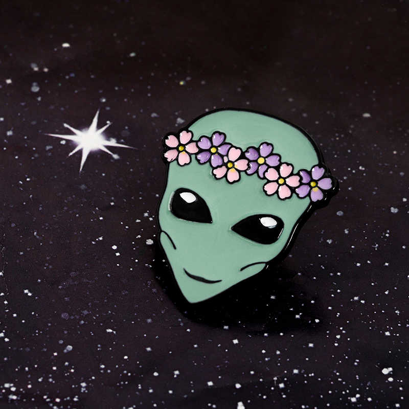 New-Arrival-Cute-Funny-Outer-Space-ET-Flower-Crown-Alien-Saucer-Man-Soft-Enamel-Brooches-Pins