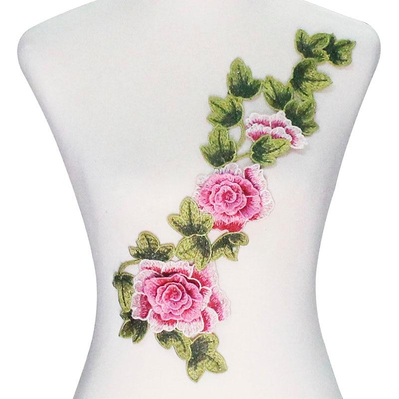 Вышивка роза белая на стуле