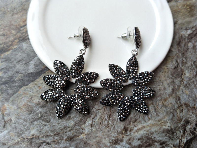 5 pair handmade Gorgeous Flower Vintage Bohemia water drop crystal pave  black rhinestone Earrings for women E167-in Drop Earrings from Jewelry    Accessories ... f576131ffa91
