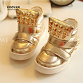 Koovan Niños Botas 2017 Nuevos Zapatos de Bebé Ocasionales Del Remache de Oro Niñas Y Los Niños de los Muchachos del Algodón Botas Zapatos Deportivos zapatillas de deporte