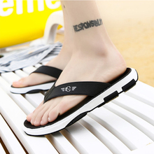 купить 2019 New Summer woman Flip Flops Flat With Leisure Time Beach Slippers Non-slide Outdoor Summer Comfortable Beach Slippers по цене 1302.62 рублей