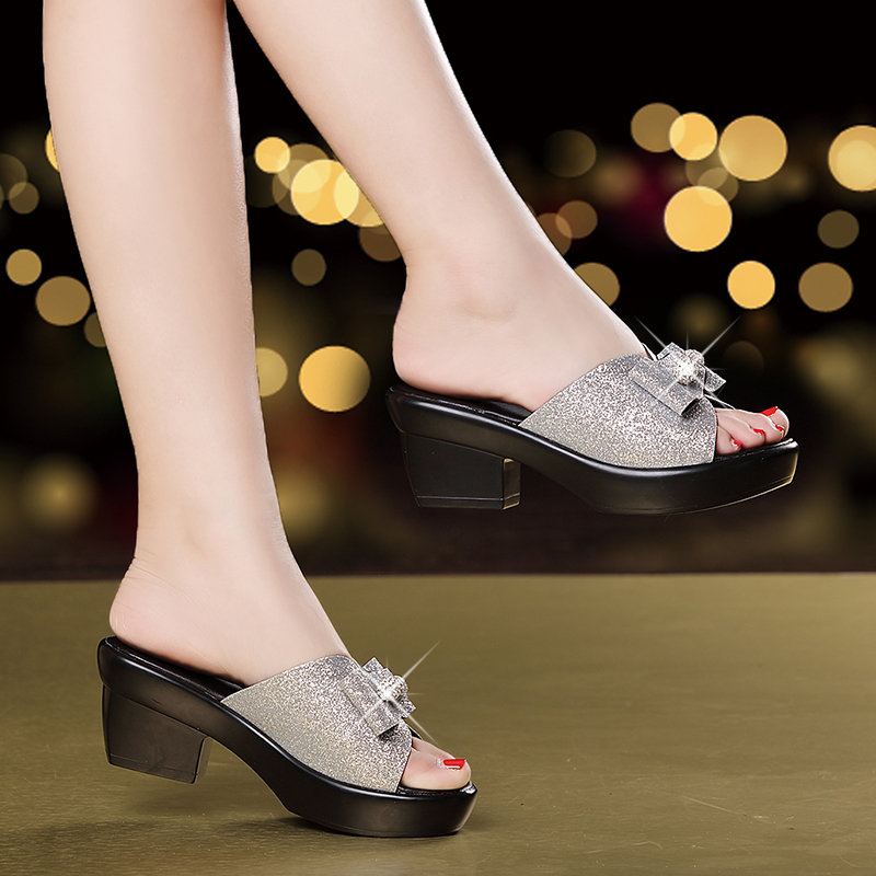 Summer Mother Shoes Fashion Mother Leather Slippers Casual Middle-aged Non-slip Sandals Bowtie Diamond Shoes For Women