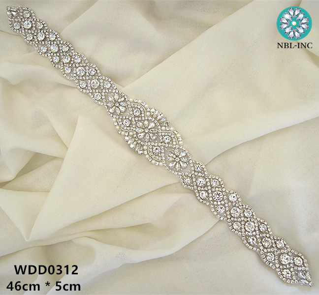 30pcs Wholesale hand beaded sewing bridal sash iron on silver rhinestone crystal appliques for wedding