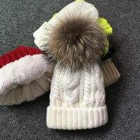 2018 для женщин Шапки добавить бархат флис внутри вязаные шапочки зимние, шапки для 100% енота Мех животных помпоном шляпа женский твист узор шапки